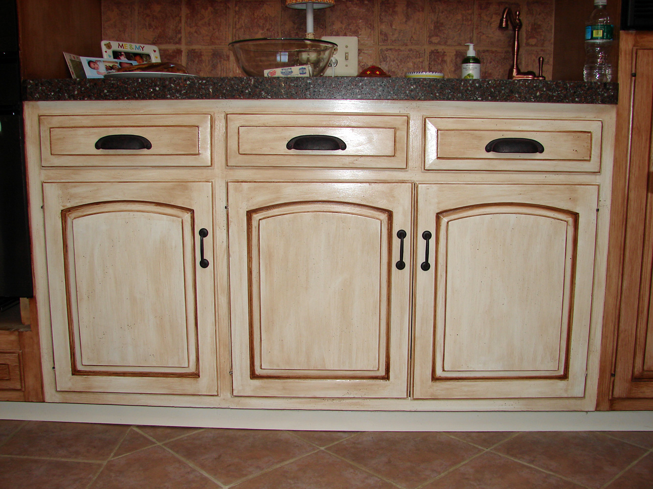 How To Antique Kitchen Cabinets Entrancing How To Distress Kitchen Cabinets Design Inspiration